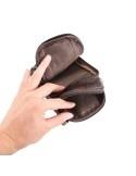 Univerzális övre fűzhető bőrtok karpánttal maximum 6.3 inches készülékekhez - BARNA